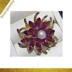 OEMのルビー色の宝石用原石Pinの宝石類のブローチが付いている銀製の花のブローチ