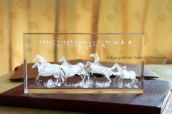 Kristallglas-Geschenk mit den dreidimensionalen schnitzenden Tieren
