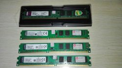 A memória do computador desktop com 8 g de RAM DDR3