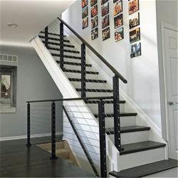 L'intérieur en acier inoxydable et rampes d'escalier en bois avec du fil/Rod