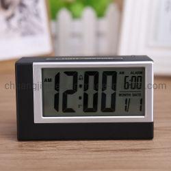 Le tableau horloge d'alarme du capteur de lumière avec le temps et de la date pour la chambre