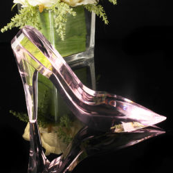 結婚祝いのための美しいハンドメイドのピンクの水晶靴