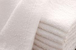 Bac face en coton blanc jetables le nettoyage de petites serviettes pour la compagnie aérienne