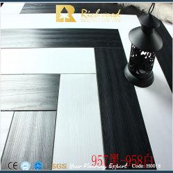 상용 12.3mm AC4 양각 teak Waxe3d는 헤링본 우드 목재를 일직으로 장식했습니다 라미네이트 처리된 바닥