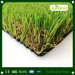 Der Hausgarten, der Dekoration landschaftlich verschönert, legt synthetischer Rasen-künstliches Gras mit Teppich aus