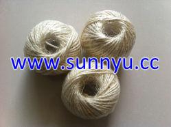 自然な3つの繊維のサイザルアサロープヤーンのサイザルアサの麻ひも。 ジュートの麻ひも、パッキングの麻ひも