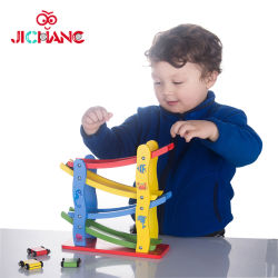 Toddlersのための木のRace Track Set Toy Kids Preschool Baby Boys Girlsのための4 Mini Wooden CarsのEducational Car Ramp Racerの上の1 Year