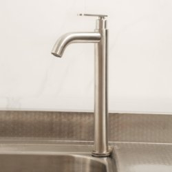 На заводе горячая продажа современных бассейна струей воды под струей горячей воды в ванной комнате кухня туалетом