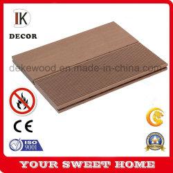 新素材ソリッド WPC ウッド屋外用プラスチック床材複合デッキ