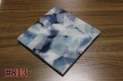 Piedra artificial a través de la luz de granito y azulejos