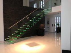 2020 Nouvelle arrivée LED unique moderne Stringer escalier en verre l'étape