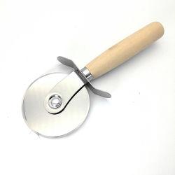 Roestvrijstalen pizzasnijder met houten handvat