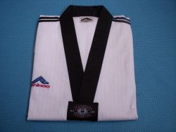 Le Taekwondo Gi uniforme