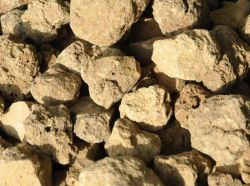 Sinterizada aluminato de cálcio para a produção de aço/Al2O3