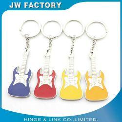 昇進の多色刷り亜鉛は鋳造物の金属の物質的なギターの形の銀によってめっきされる柔らかいエナメルKeychainを停止する