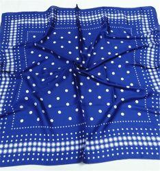 L'impression petit point blanc carré bleu cheveux satin de soie Foulard au cou
