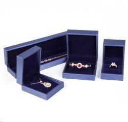絶妙な革宝石箱の一定のカスタムロゴのプラスチックイヤリングの腕輪のブレスレットのネックレスの贅沢な宝石箱