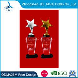 Gratis Monster Goedkope Crystal Gift Acrylic Resin Glass Trophy Met Metal Star Shape Trophy (004)