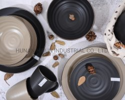 金カラー縁が付いている浮彫りにされた艶をかけられた陶磁器テーブルウェア