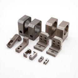 CNCの精密スペアーかまたは機械機械で造るか、または機械装置部品