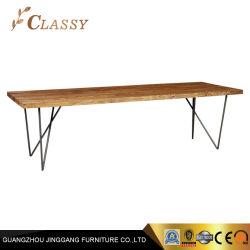 Grande taille en bois massif Table à manger avec pattes en métal noir