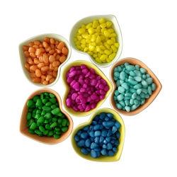 Teñido de guijarros de color piedra para la decoración del acuario