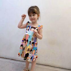 최신 여자의 여름 착용, 프로세스를, 폴리에스테르섬유 주름을 잡는, 뜨개질을 한 고삐 치마 상표 패턴, 소녀의 옷. 아이들의 옷. 아이들 입기