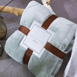 冬の厚くされた3層毛布のキルトの珊瑚の総括的な二重層のフランネルの暖かい仮眠毛布の女性のシート