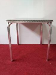 現代デザイン通りの使用のための屋外の庭の安いレストランのスタック可能正方形のダイニングテーブル
