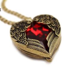Poignée de commande de haute qualité avec de longues ailes Collier avec coeur rouge