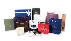 Mode d'impression de luxe personnalisé recyclés d'emballage des aliments Café Vin perruque cosmétiques parfum chocolat du caisson de nettoyage de vêtements de Noël Un sac de shopping de promotion de l'emballage du papier