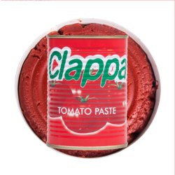 Rode die Tomatenpuree met Heerlijke Smaak van Fabriek wordt ingeblikt