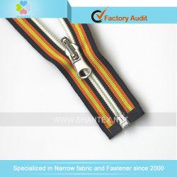 N° 5 de cremallera de nylon Control deslizante de reversión de extremo abierto de cintas de colores