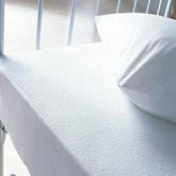 Protecteur 100% imperméable à l'eau de matelas de Terry de coton mou pour le bébé