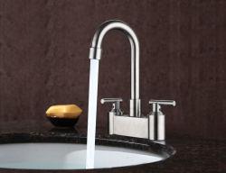 2つのハンドルのステンレス鋼の洗面所の洗面器のミキサーの浴室の流しのコックが付いている二重穴