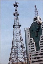Micro-ondes de la communication de la tour d'acier