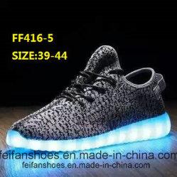 Zapatos ligeros del deporte de los zapatos de los hombres que contellean LED (FF416-5)