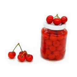 Les conserves de Cherry dans un sirop léger