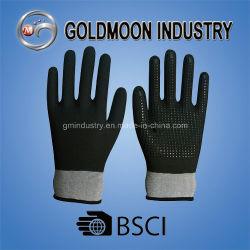 13Gナイロンはさみ金のPUによって塗られるニトリルのサンディの終わりPVC Dottted安全作業手袋