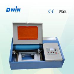 O CNC 200*240mm carimbo fazendo gravura a laser de CO2
