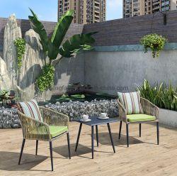 喫茶店の店の屋外アルミニウムダイニングテーブルデザイン藤の編む椅子