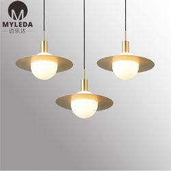 현대 호화스러운 금관 악기 금속 백색 유리제 라운드 볼 펜던트 빛