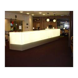 L'indicatore luminoso bianco alla moda del Onyx LED ha illuminato l'ardore illumina in su l'hotel diritto dell'hotel dello scrittorio di ricezione di ricezione della pietra su ordinazione dello scrittorio