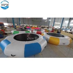 Forme ronde gonflable Trampoline de saut d'eau, de l'eau gonflable lit flottant pour la famille Backyard