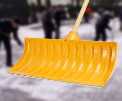 Schnee-Schaufeln und Schnee-Hilfsmittel mit grossen Spaten-, hölzernen oder Polygriffen