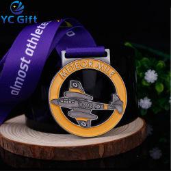공장 주문 금속 아연 합금은 목 리본으로 도전 동전 항공기 모형 산 순환 마라톤 달리기 포상 우승자 명예 메달 예술 기술을 도금했다