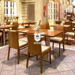 대중음식점 단단한 나무에 의해 하는 밝은 식탁 세트