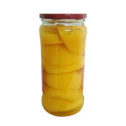 In Büchsen konservierter gelber Pfirsich im Glasglas