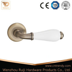 근엽 나무로 되는 레버 문 손잡이 (Z6237-ZR05)에 세라믹 금 아연 합금 손잡이