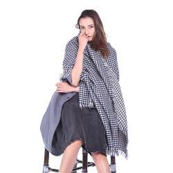 Lenços de malha: Ciclo de moda para as mulheres da cintagem por rede